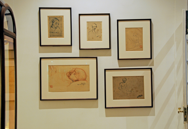 Mukul Chandra Dey is considered as a pioneer of drypoint-etching in India